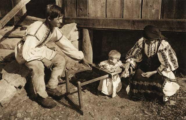 Familie-de-moti.jpg (640×415) an old style walker