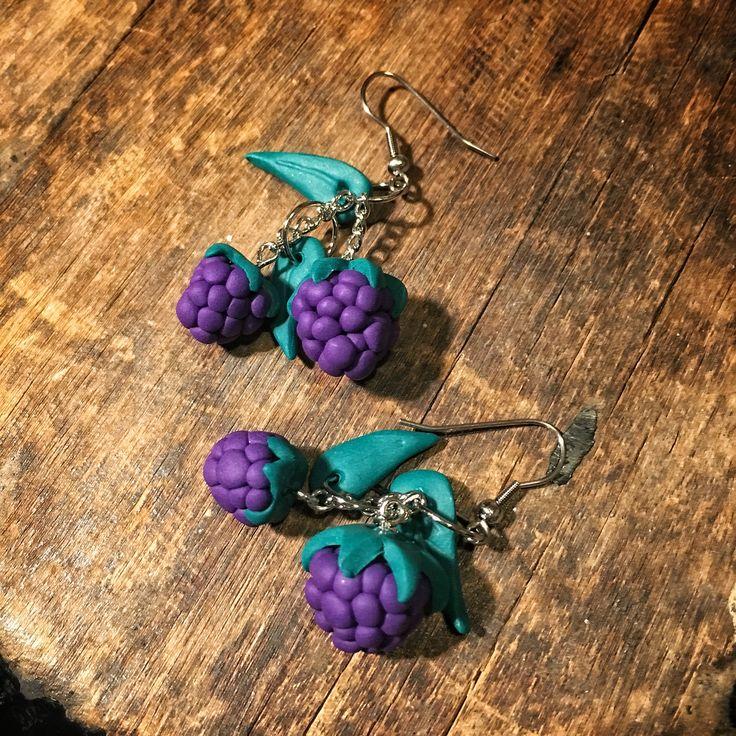 Blackberry earrings karhunvatukka korvikset handmade by CherryAnn polymer clay