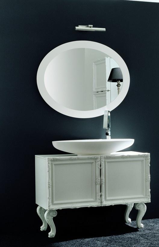 Classic bathroom with Luigi XVI style feet, made in Italy