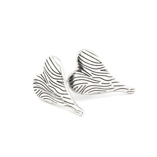 Ett par otroligt prisvärda örhängen med zebramönstrade hjärtan från Våga. Priset är otroliga 89kr, med stift i kirurgiskt stål. Ett riktigt fynd.