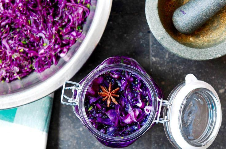Fermenteren is niet moeilijk. Het kan met alle soorten kool, bijvoorbeeld met rode kool, dille en komijn. Fermenteren is goed voor je weerstand.