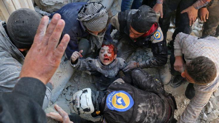 Lebih dari 400 orang meninggalkan lingkungan timur Aleppo  ALEPPO (Arrahmah.com) - Lebih dari 400 warga sipil Suriah telah melarikan diri dari lingkungan timur Aleppo yang dikuasai oleh Mujahidin ke lingkungan barat yang dikuasai rezim saat pasukan rezim terus maju ke dalam kota ujar laporan kelompok pemantau pada Ahad (27/11/2016).  Warga sipil melarikan diri dari distrik Masaken Hanano ke wilayah yang dikuasai rezim ujar laporan Observatorium Suriah untuk Hak Asasi Manusia (SOHR) kelompok…