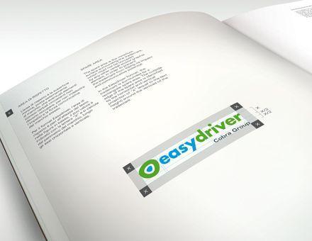 EASYDRIVER DI COBRA (23/12/2012). Al Servizio di Chi Guida. Carmi e Ubertis ha ottimizzato l'identità del servizio EasyDriver di Cobra rivisitando il marchio e allineandolo alla brand identity della casa madre.