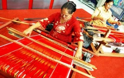 proses pembuatan kain ulos