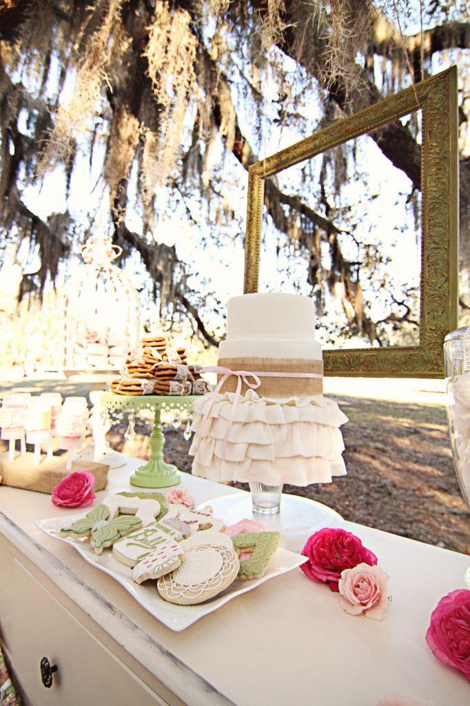 Cake Design Ulm : Shabby Chic, Vintage Cake & Sweets Table, ruffled cake ...