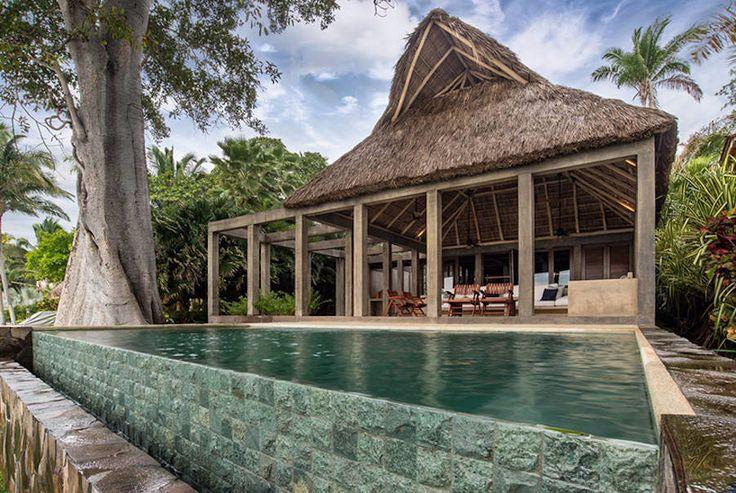 Дом на берегу моря в Совместный великолепный проект CoA arquitectura и Estudio Macias Peredo поражает своей изысканностью. Дом расположен на берегу моря. Свежий и чистый дизайн из дерева, растений …