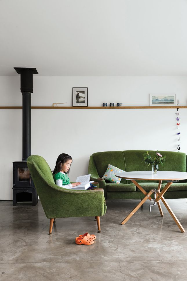sofa.: Stove, Living Rooms, Houses, Chairs, Interiors, Green, Old Sofas, Concrete Floors, Ben Ander