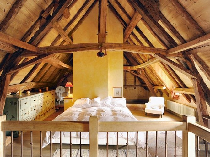 //Rustic Bedrooms, Rustic Farmhouse, Attic Bedrooms, Loft Bedrooms, Attic Spaces, French House, Master Bedrooms, Vacations House, Loft Room