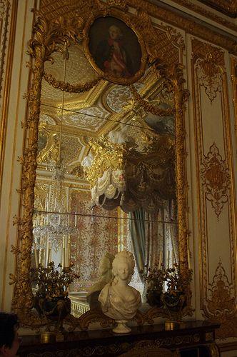 Louix XV: Monarchie au baldaquin, république chez Guillotin