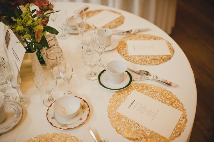 19 - gold doilies at reception