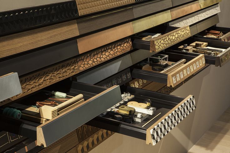 Just like old desks Genius Loci conceals a secret, intimate, space in a drawer that goes beyond the functional. Genius Loci is the heart of customisation and available in various finishes. It offers a timeless aesthetic and hand-crafted workmanship that reflects the taste of those who purchase it. The result is sophisticated and refined.