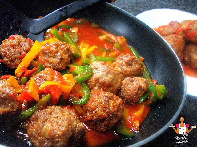 Nigerian food recipes: How to prepare Capsicum tomato sauce with meatballs