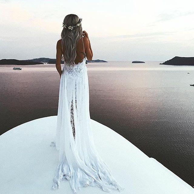We adore this photo 💖 #dresses #luxury#olinedress#shopbalochfest #bröllopsfest #bröllopsfesten #vinterbröllop#beach#beachwedding#weddingdream#bridesmaids#tärnklänningar#klänning#wedding#sommarbröllop2017#kärlek#bröllop#inspiration#balochfestinspirerar#fest#festklänning#balklänning#brudklänningar#bal#balklänningar2017#skolbal#brudklänning#ateljebalochfest#luxurydress www.balochfest.se