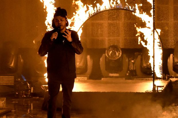 American Music Awards 2015: The Weeknd Is on Fire Singing 'The Hills'