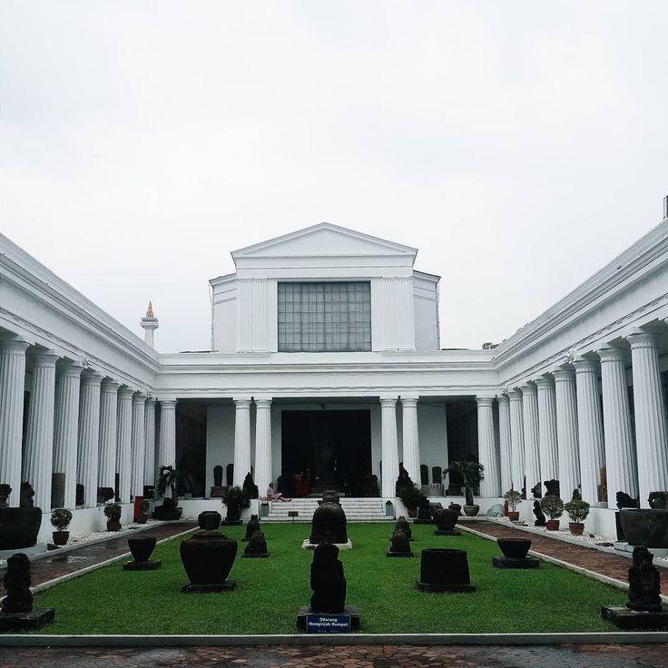 Museum Nasional Indonesia merupakan salah satu tempat yang menampung sejarah dan budaya dari bangsa Indonesia, selain memiliki nilai edukatif yang sangat berfungsi bagi Dolaners dan keluarga, museum yang satu ini menawarkan nuansa hangat nan elegan.[Photo by instagram.com/jessicajescyy]