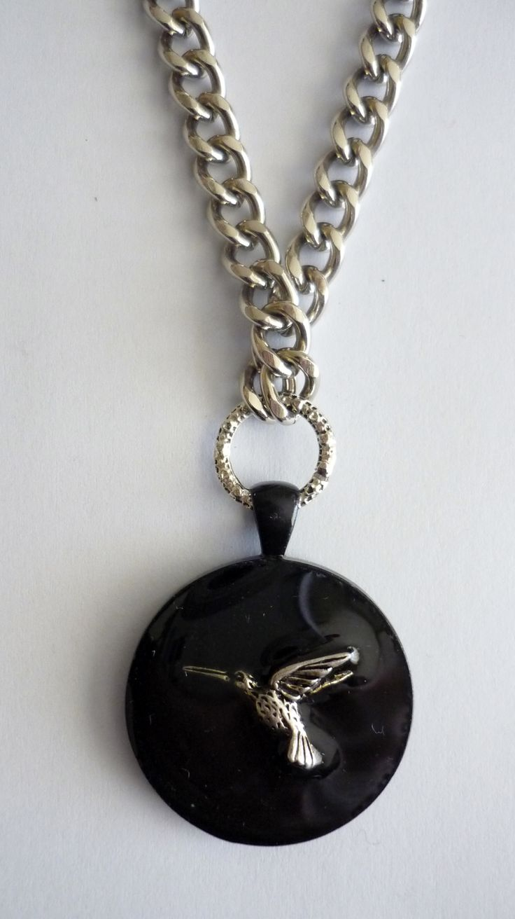 Amanda Harris Black oval bezel with silver hummingbird in centre on chunky silver chain