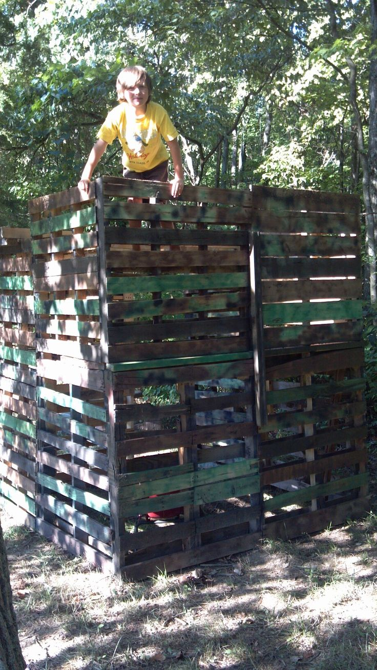 best 25 pallet fort ideas on pinterest play house outdoor kids