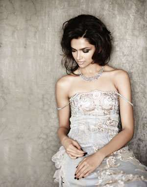 Deepika Padukone Photoshoot for Verve Magazine (November 2009). You have already seen Deepika Padukone on the cover of Verve Magazie where she shows off her assets. She has moved on from her relation with long time boyfriend Ranbir Kapoor and she is not seems to be worried at all. Checkout Deepika Padukone Photoshoot for Verve…