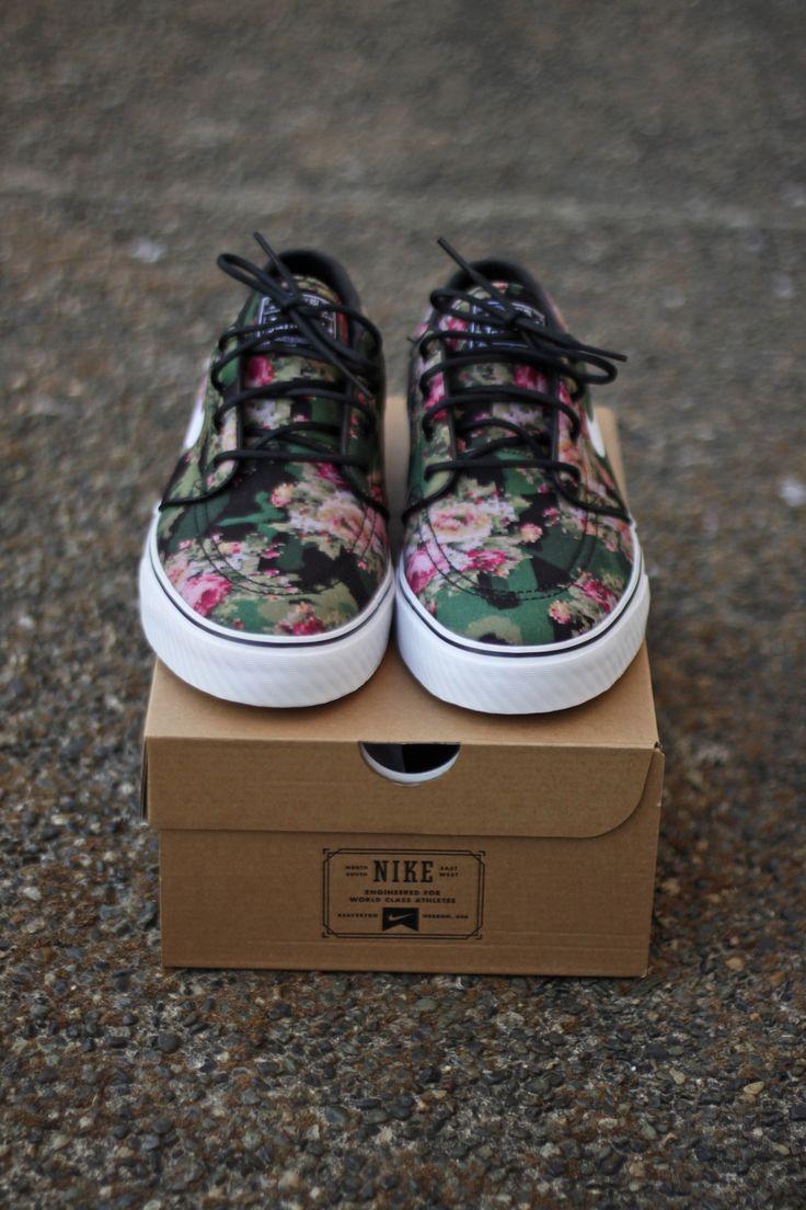 Nike Blumenmuster Sneaker