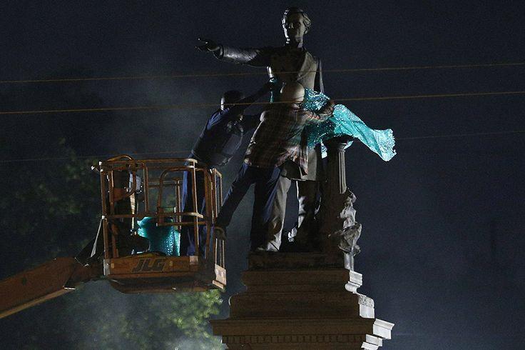Ένα δημοτικό συνεργείο απομακρύνει νύχτα και προς άγνωστη κατεύθυνση το άγαλμα του προέδρου Jefferson από πάρκο της Λουιζιάνα μετά από εγκατάσταση 106 ετών, επειδή είχε γίνει αντικείμενο συχνών βανδαλισμών
