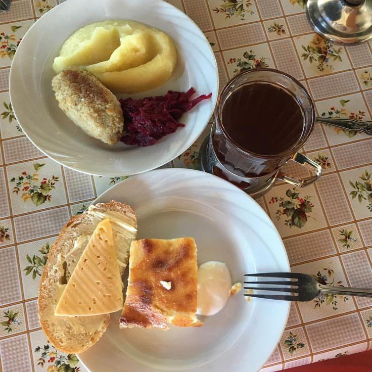 А у нас завтрак, запеканка творожная со сметаной, картофельное пюре с котлетой и свеклой, бутерброд с сыром и чай. #детямвкусно #nextcamp