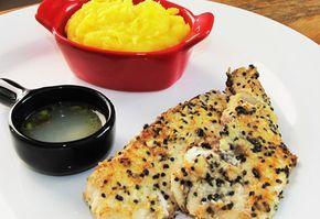 Receita de filé de tilápia com crosta de parmesão, gergelim e coco - Do Cozinha Travesa da Dani