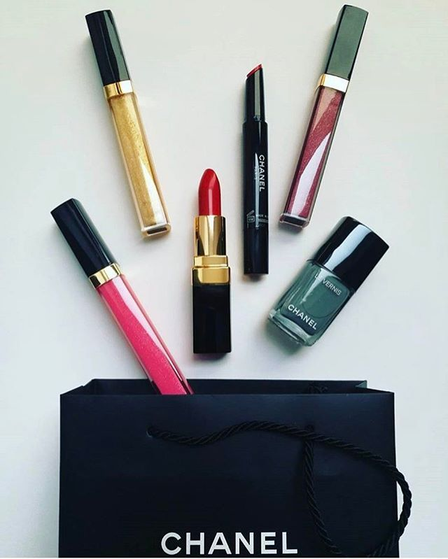 #Chanel mámor - Szerkesztőségünkbe már megérkezett a #tavasz! #brightcolours #springtime #hajratavasz #springinspiration #makeup @chanelofficial repost @liptailivia #elle #ellehungary  via ELLE HUNGARY MAGAZINE OFFICIAL INSTAGRAM - Fashion Campaigns  Haute Couture  Advertising  Editorial Photography  Magazine Cover Designs  Supermodels  Runway Models