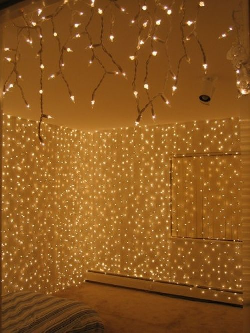 12 Ideas for Year-round Christmas Lights Decoration in the Bedroom | Wave Avenue