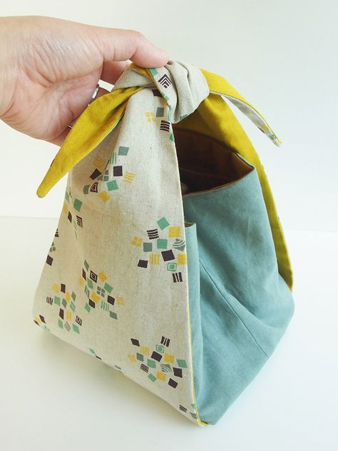 Knotted top-tie tote | http://kokka-fabric.com/en/craft-sewing/furoshiki-tote/