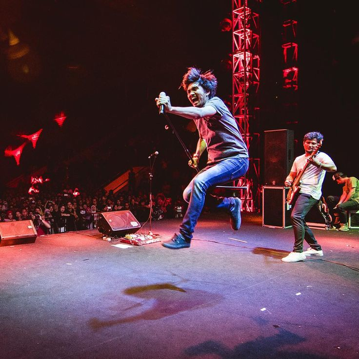 """""""@duta507 & @barkah137 at Konser Cinta Musik Indonesia last night. #high_iso #concertphotography #D750 #musicphotography #sheilaon7 #so7"""""""