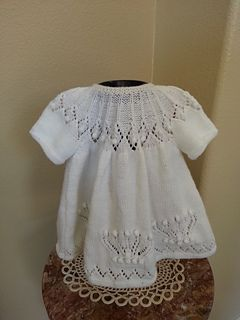 This free pattern may also be found at the Deramores website.