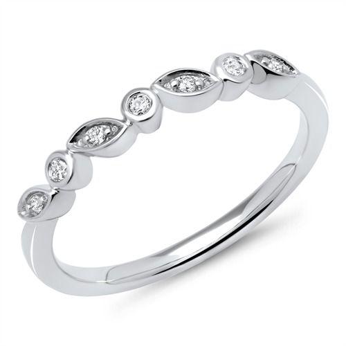585er Weißgold-Ring mit 7 Diamanten 0,07 ct. https://www.thejewellershop.com/ #ring #diamanten #diamonds #weißgold #ringe #gold