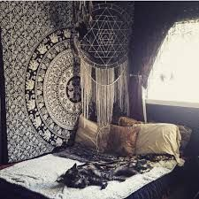 Schlafzimmer: Wandtuch, Kissen