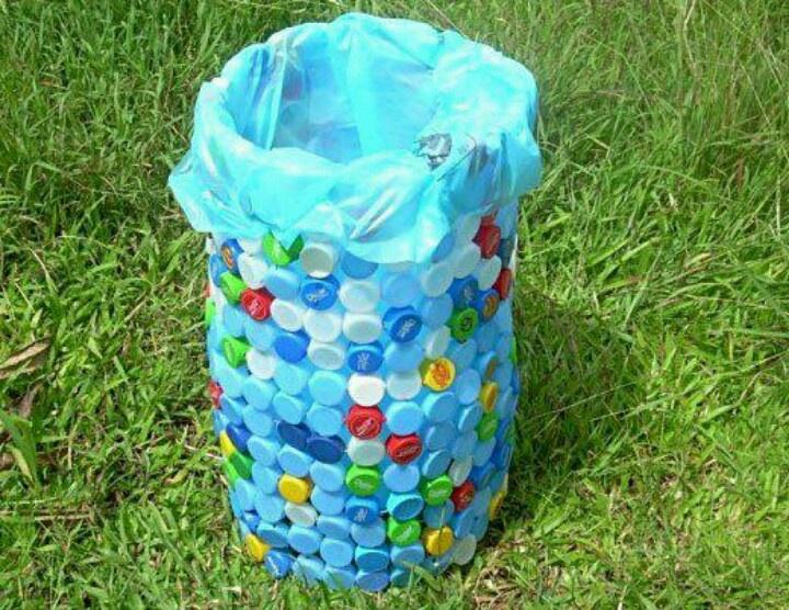 cesto de basura con tapitas more cosas resicladas good ideas basura