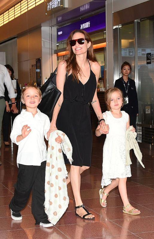 20 světových celebrit, které mají dvojčata a trojčata - Angelina Jolie