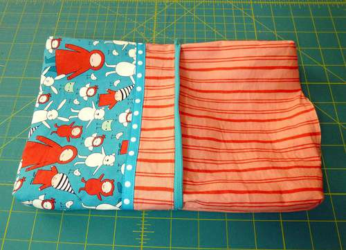 DIY Lined zipper bag. Excellent tutorial with photos on a VERY commercial site, so download before they drop it.