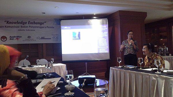 Catatan dari Knowledge Exchange (1) Laporan : Adi Arwan Alimin (Komisioner KPU Sulbar, DivisiSosialisasi) ertukaran pengalaman dan pengetahuan akan memberikan dukungan pada badan penyelenggara pemilu dalam manajemen dan upaya administrasi kepemiluan. Dengan tujuan inilah AEC dengan KPU dan Bawaslu menggelar agenda Knowledge Exchange, Kamis (25/2), di Hotel Aryaduta, Jakarta. Kegiatan ini diharap dapat memberikan ruang…