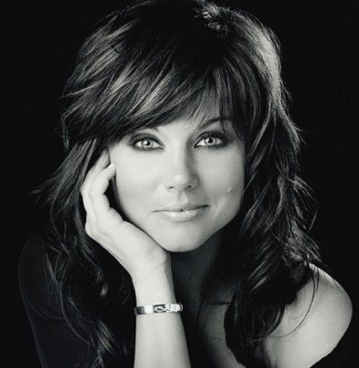 Tiffani Thiessen - an 80's icon who overcame and is seriously one of the classiest looking ladies on TV now, obsessed with her hair and eye makeup!