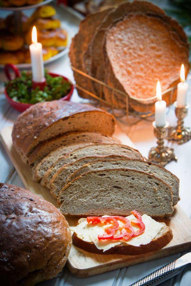 Ett par goda stora vörtbröd är ett måste till julbordet.