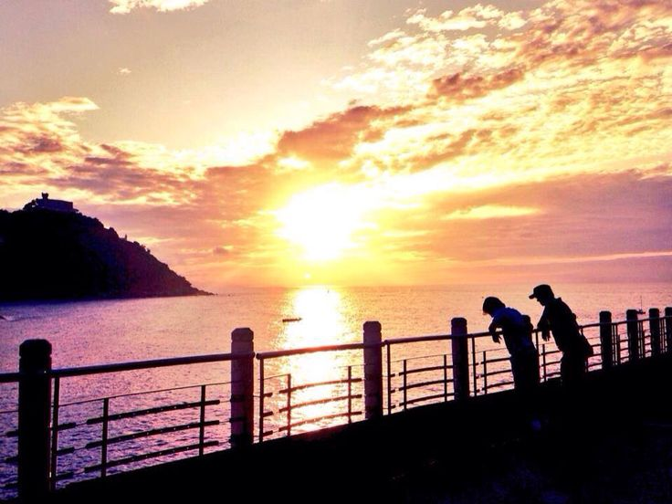 Sunset and the family by sistersandthecity.com San Sebastián -Donostia