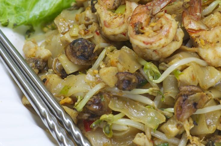 Kwe Tiau Kerang ( Seafood Rice Noodle )