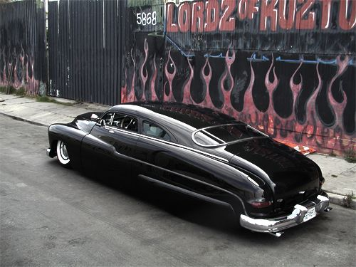 Don't know what it's called but I love this body style on a car. modern cars by and large are fugly