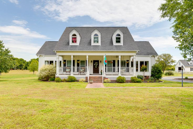 Equestrian Estate For Sale In Greenville County South Carolina Stunning Farmhouse On 5 10 Acres In Simpsonville In 2020 Open Concept Great Room Property Garden Tub