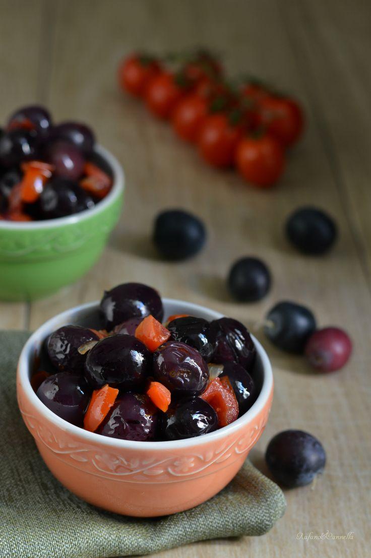 Oive dolci (Nolche) al pomodoro, un contorno semplice ma squisito!   http://blog.giallozafferano.it/rafanoecannella/olive-dolci-nolche-al-pomodoro/