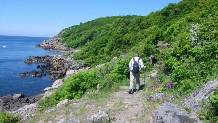 At vandre bliver mere og mere populært. Det er sundt, de fleste kan gøre det, du behøver ikke en masse udstyr, og du får muligheden for store og små oplevelser og for at møde ligesindede gående. Lis Nielsen, præsident for European Ramblers Association, som er en europæisk vandreorganisation, har hjulpet Samvirke med at udpege 10 europæiske vandreruter. Alle ruterne er stemplet som Leading Quality Trails, særligt udvalgte vandreruter.