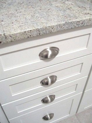 Kashmir white granite: Cups Pull, Traditional Kitchens, Kitchens Ideas, Cups Cabinets, Kitchens Cups, Cabinets Design, Photo, Kashmir White Granite, White Kitchens
