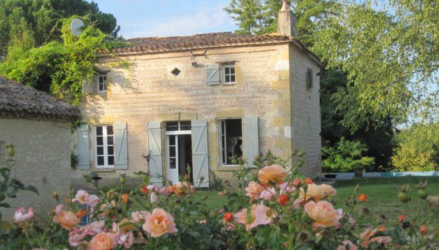 Stunning french stone house with river frontaghttps www for French country homes in france