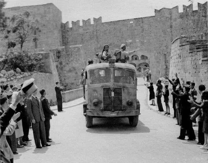 9 Μαιου 1945 Αφιξη Αγγλων και Ιερολοχιτών στη Ρόδο