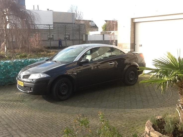 Mijn Renault Megane Cabrio van oktober 2007 tot februari.. ?? 2013.   Jammer van mijn winterbanden met de zwarte velgen....