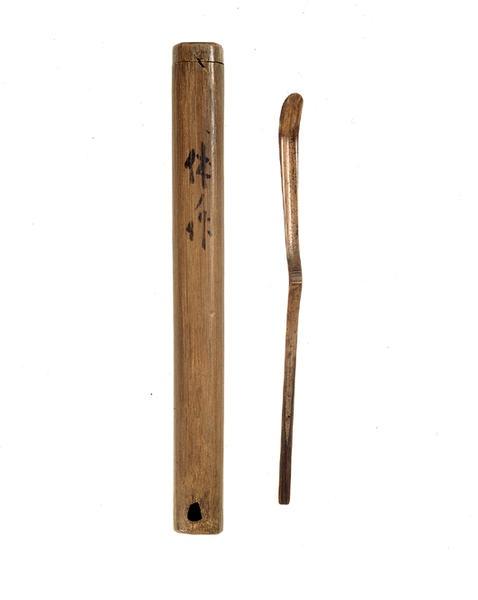 Bamboo tea scoop (yugami/warp) by 千利休 Sen no Rikyu (1522-1591), Momoyama period